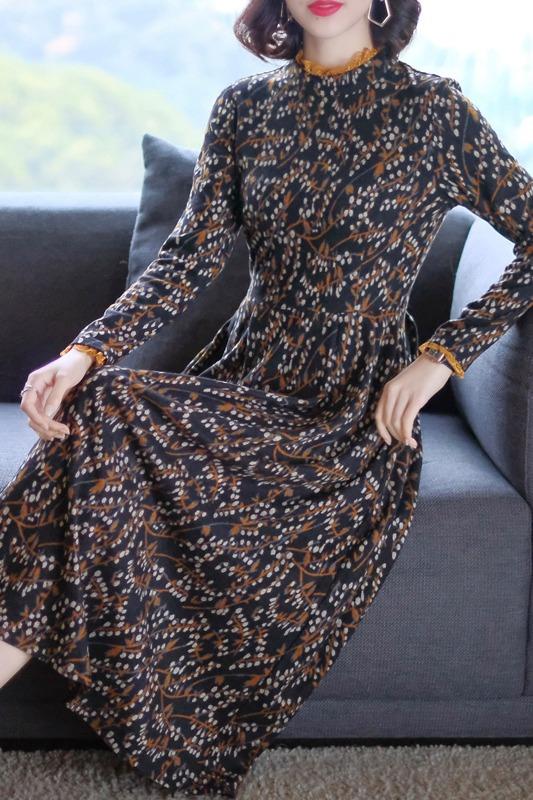 针织连衣裙女装2019新款内搭气质中长款碎花秋冬季黑色打底裙子潮