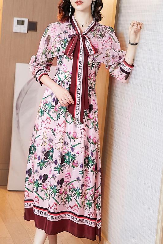 流行裙子春装时尚日系温柔风印花连衣裙穿搭皮草女拜年裙早春