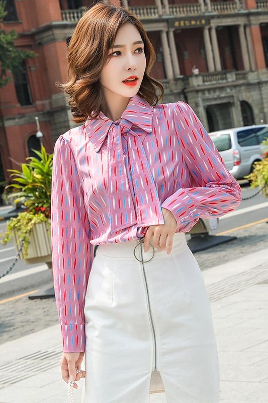 实拍2019衬衫女秋装新款时尚通勤双层领网红条纹百搭衬衫