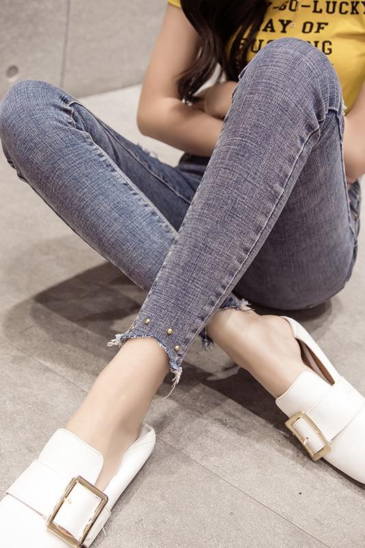 实拍现货2020春新版超好看裤脚不规则打钉破洞贴布时尚显瘦牛仔裤