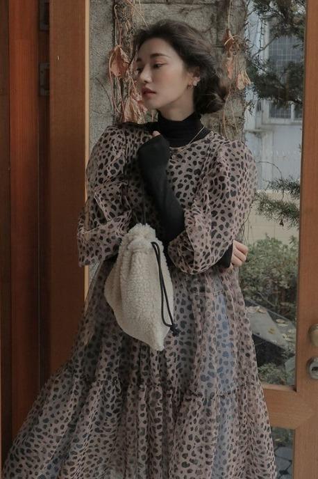现货!韩国chic早春豹纹图案短袖透肤连衣裙长裙+黑色打底衫套装