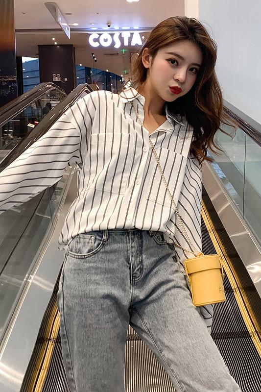 实拍现货 白色条纹衬衫女设计感小众韩版长袖宽松心机衬衣百搭